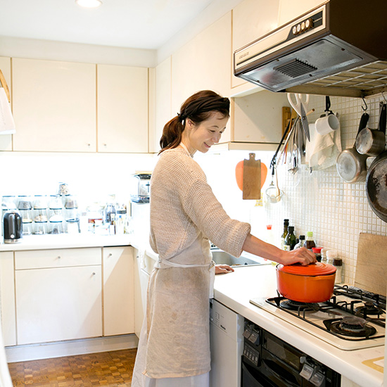 【特集|フィットする暮らしのつくり方】第2話:ごきげんに過ごすためのキッチンの工夫と過ごし方。