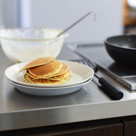 【簡単!朝ごはんのアイデア】第4話:ちょい足しアレンジで、定番ホットケーキをおしゃれに!