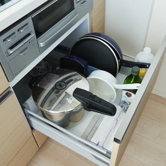 【キッチンのすっきり収納術】第2話:シンク下、コンロ下の引き出し収納は、ゆとりを持たせて使いやすく。