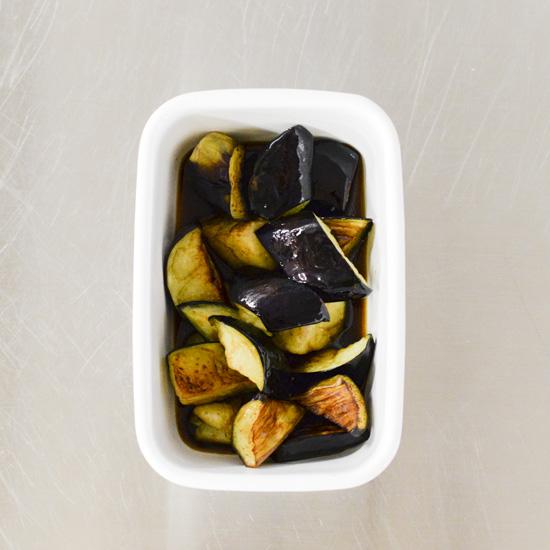 【料理家さんの定番レシピ】旬のナスをおいしく食べきる!冷蔵庫に常備したい「塩なす」