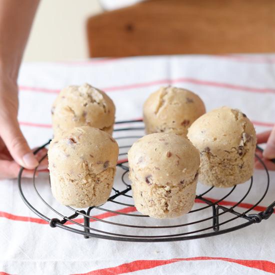 【料理家さんの定番おやつ】砂糖不要!素朴な甘さの「あんこ蒸しパン」のレシピ