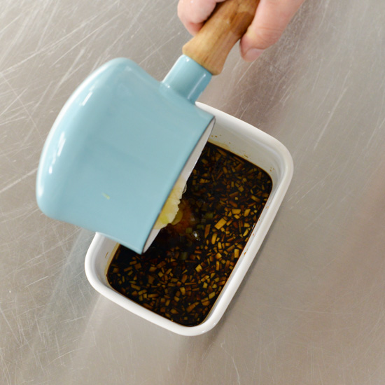 【料理家さんの定番レシピ】作っておけば、忙しい日も安心!いろいろアレンジできる「ネギ醤油だれ」