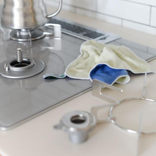 【新商品】年末のお掃除に向けて。洗剤に頼らず、水だけで汚れが落ちる魔法のようなクロス。
