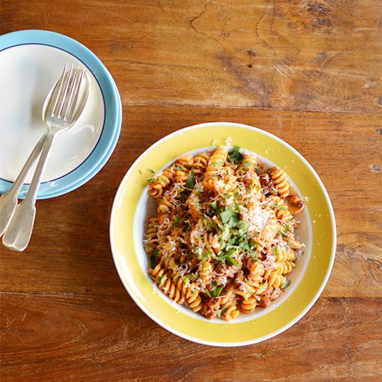【特集|コトコト美味しい煮込みレシピ】第2話:煮込みを使った簡単応用パスタ