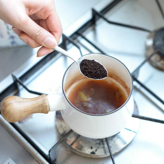 特集 お茶じかんをかこむもの。teatime02:小鍋でかんたん、ホットスパイシーチャイ