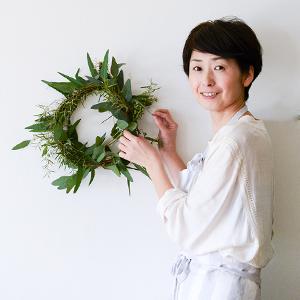 【特集|お花と上手に暮らすコツ】第7回: 初心者のわたしにもできる、ユーカリリースの作り方。