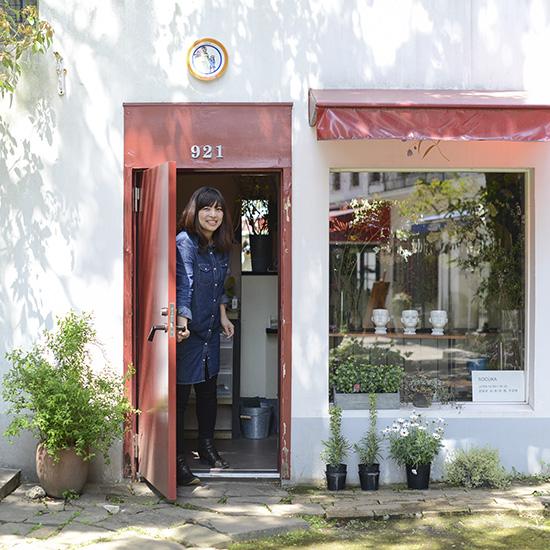 【特集|socukaの花しごと】第1話:フラワーアーティストのsocukaさんに、これまでのお仕事のこと聞いてみました。