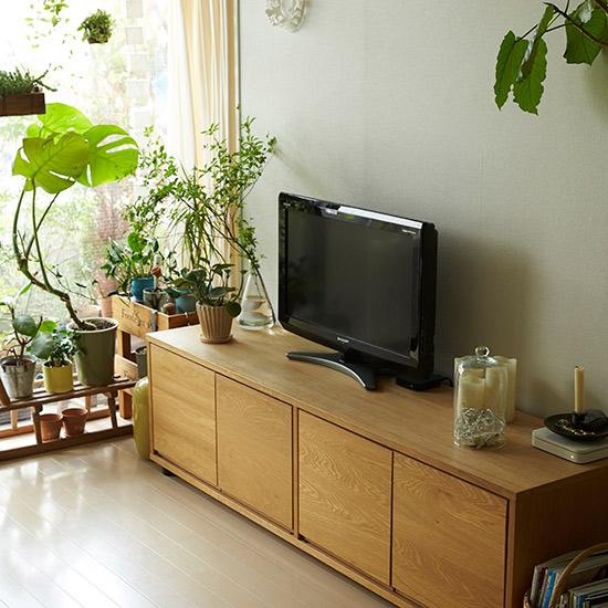 テレビの位置がバランス悪いですが、キッチンからちょっとでも見える角度にしています。 (テレビっ子なもんで。)