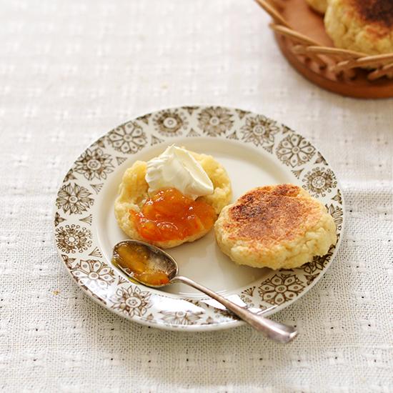 【料理家さんの定番おやつ】桑原奈津子さんの、フライパンで焼くスコーン。