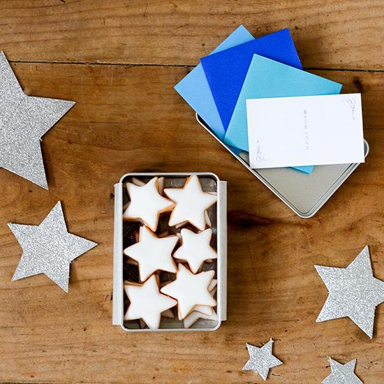 【かわいいお菓子】夜空の星を缶の中にとじこめた「夜空缶」。