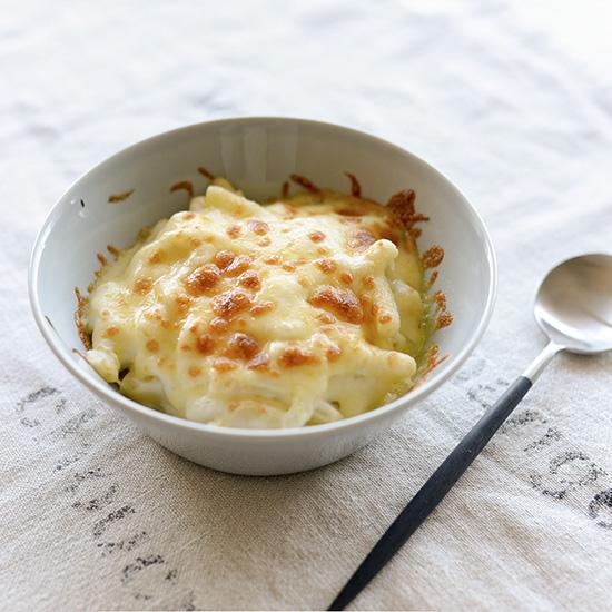 【料理家さんの定番レシピ】フライパン一つで出来るマカロニグラタンのレシピ。