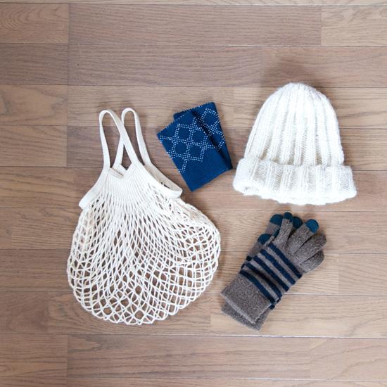 【服の収納グッズ】第3話:クローゼットの外で「見せる収納」、帽子やストール・布バッグの収納アイデア