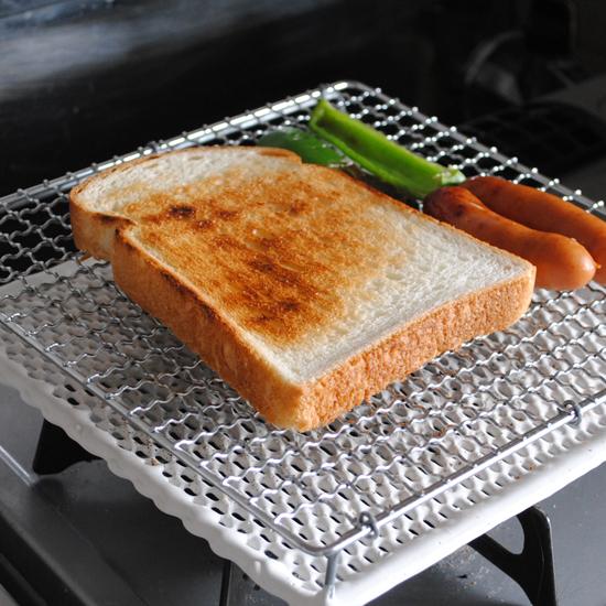 【スタッフの愛用品】朝食や、夜のもう1品にも役立つセラミック板焼き網。