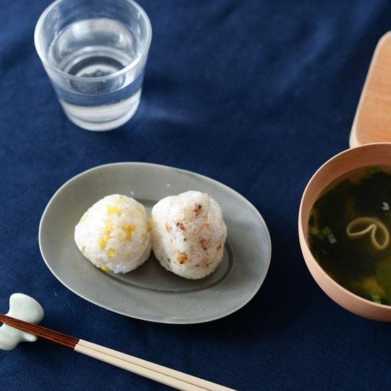 【簡単!朝ごはんのアイデア】第1話:子どもが喜びそう!食べやすい小さなおにぎりの具材2つ。