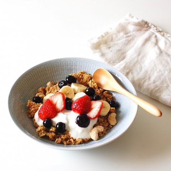 【メープルナッツグラノーラ再販】盛り付けるだけ!相性のいいフルーツをつかった、おすすめ朝ごはん。
