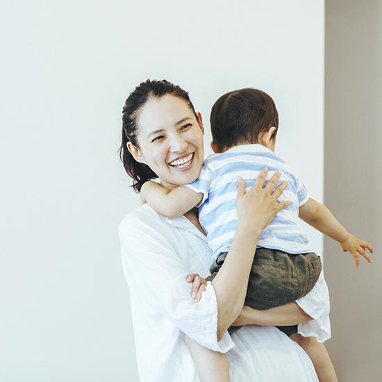 【フィットする暮らし】浜島直子さん 第4話:イライラしても、うまくいかなくても、母であることは楽しい。
