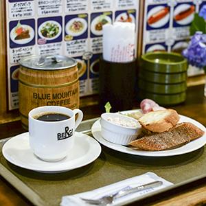 """【私たちの常連店】カフェ「ベルク」前編:""""素"""" の自分にもどれる時間。"""
