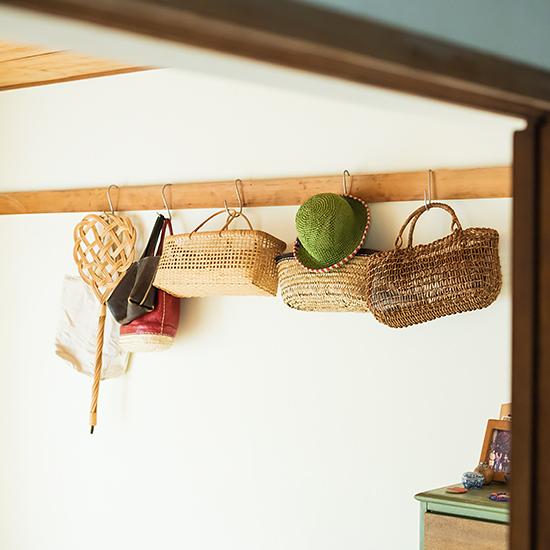 【インテリア特集】第4話:かご&フックの使い方と、居心地のいい住まいづくりのポイントまとめ。