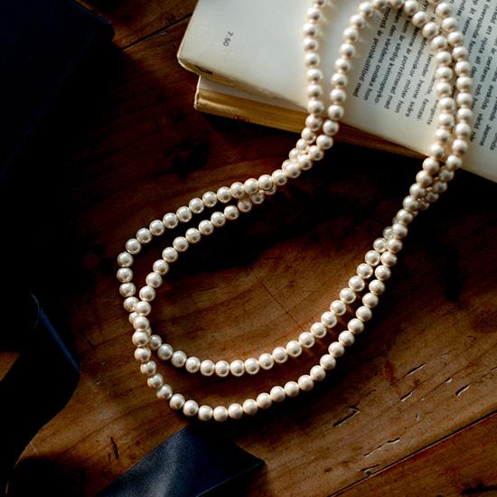 【新商品】身に付けているのを忘れるほどの軽さ!プティローブノアーのパールのロングネックレスが新登場。
