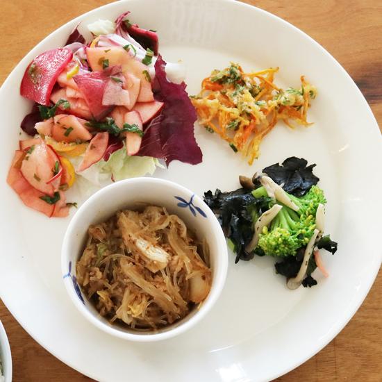 【クラシコムの社員食堂】カラフル野菜とピリ辛味煮こみで、師走の元気チャージ!
