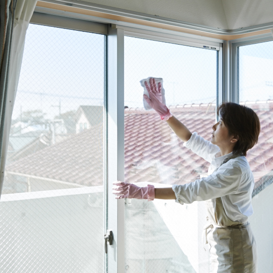 【大掃除のコツ】第2話:ガラスを拭くだけではだめ?今知りたい窓掃除の基本ステップ