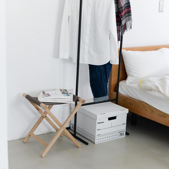 【新商品】シューズチェアやちょっとした荷物置きに。国内生産にこだわった、シンプルで上質な無垢材の折りたたみ椅子。