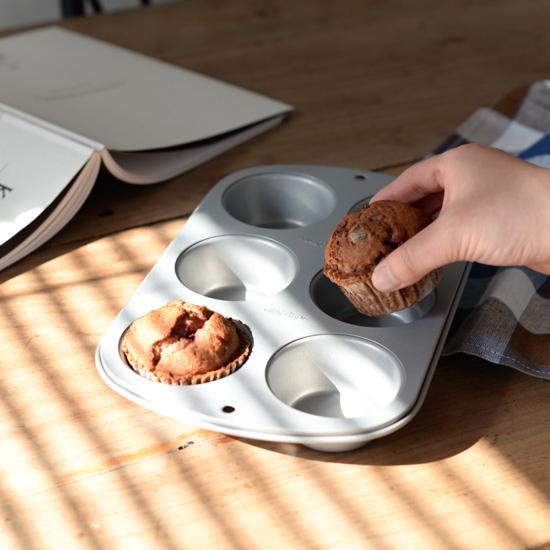 【新商品】バレンタインのお菓子から朝ごはんのベーコンエッグまで。使い方幅広いマフィン型が新登場♪