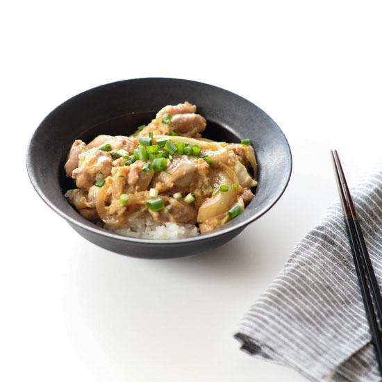 【料理家さんの定番レシピ】めんつゆで簡単&時短に!親子丼レシピ