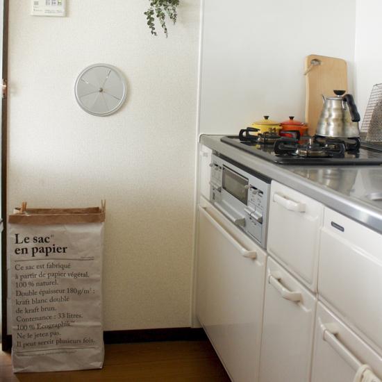【スタッフの愛用品】ゴミ箱代わりにも、生活用品の目隠しにも。気軽に取り入れられるbe-polesペーパーバッグ(M)。