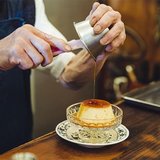 【木曜日になったら、純喫茶】ジャンボプリンと名物マスターが待つ、縁結びの純喫茶。