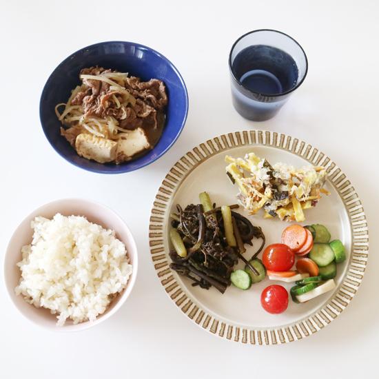 【クラシコムの社員食堂】旬の時期が短い山菜、今回はワラビとフキを味わいました!