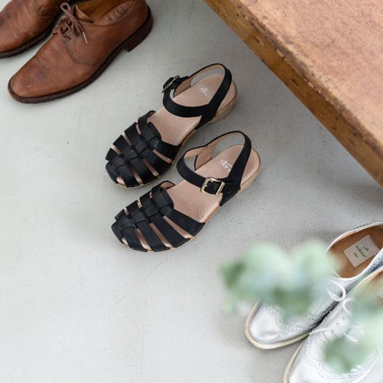 【新商品】スタンダードなデザインと、圧倒的な履き心地のよさが魅力。DANSKOのサンダルが初登場です。