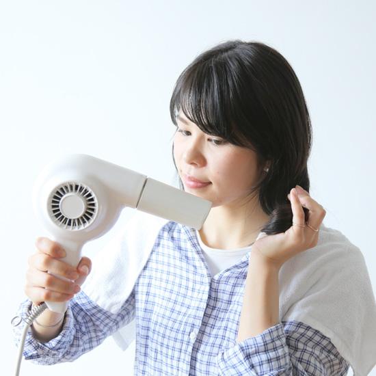 【ヘアアレンジ講座】第2話:巻かなくてOK!髪型がワンランクアップする、仕込み術