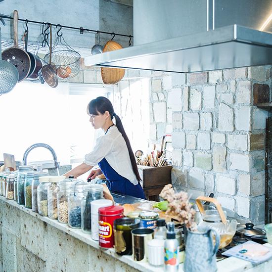 【BRAND NOTE】前編:青家の青山有紀さんを訪ねて。クラッカーで始める、シンプルな朝じかん。
