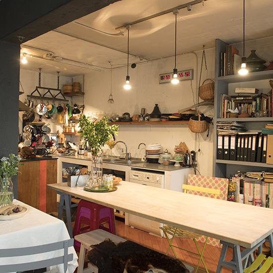 【インテリア特集】第1話:キッチンが主役。料理家、口尾麻美さんのワンルームマンションインテリア