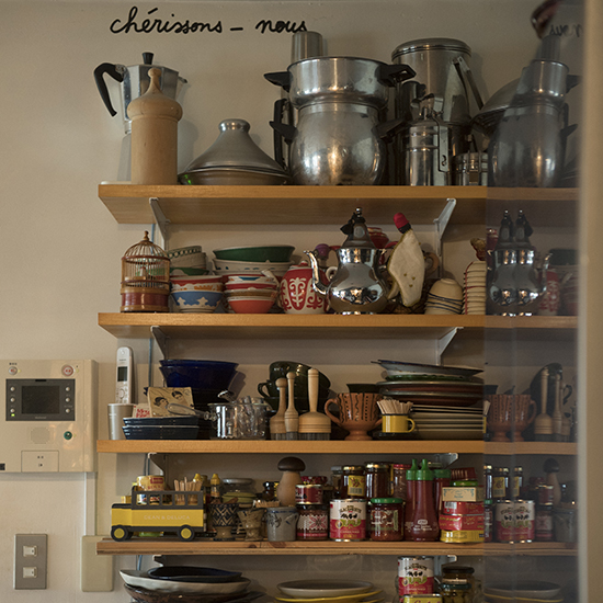 【インテリア特集】第2話:オープン棚&キャビネットで、わくわくのキッチン空間を。
