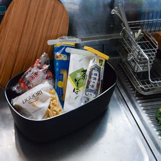 【スタッフの愛用品】はんぱな食材の居場所に。ふところの深い、ブレッドボックス