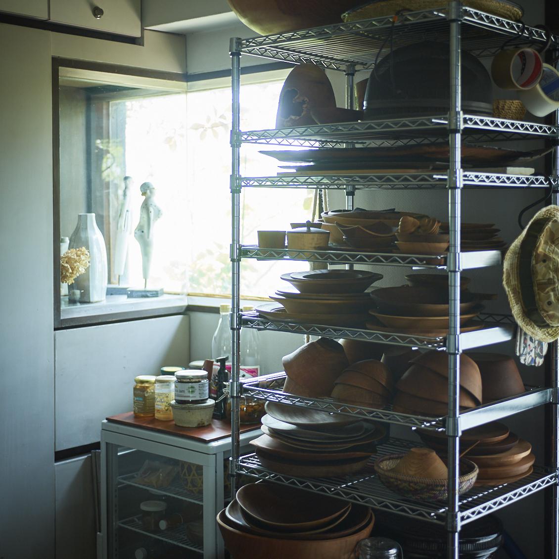スチールラックが見違える!キッチンダイニングの収納アイデア - 北欧