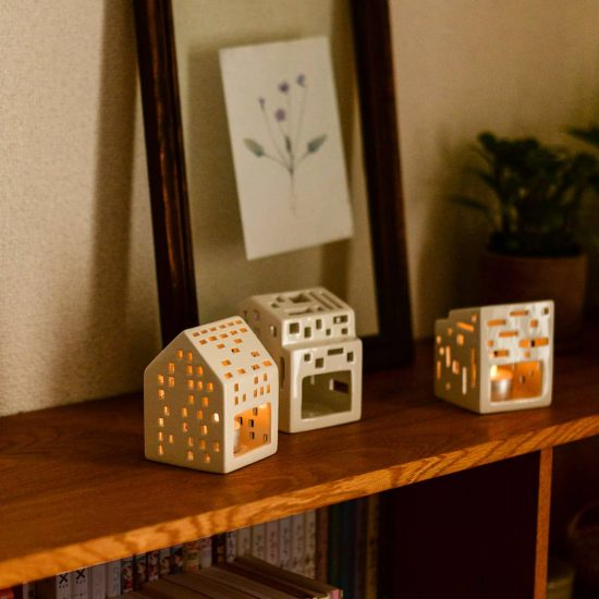 【新商品】お部屋に小さな街並みをつくる、お家の形のキャンドルホルダーとLEDティーライトキャンドルが新発売です!