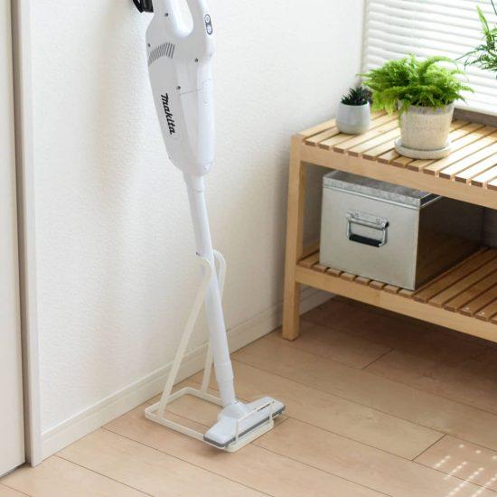 【新商品】掃除機収納のお悩み解消!マキタやダイソンなどが自立する、ホースつきも楽にしまえる掃除機用スタンドが登場。