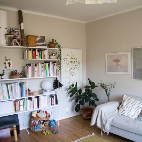 【Fikaにお邪魔しました】第2話:スウェーデンの定番家具、ストリング・シェルフが主役のリビングルーム
