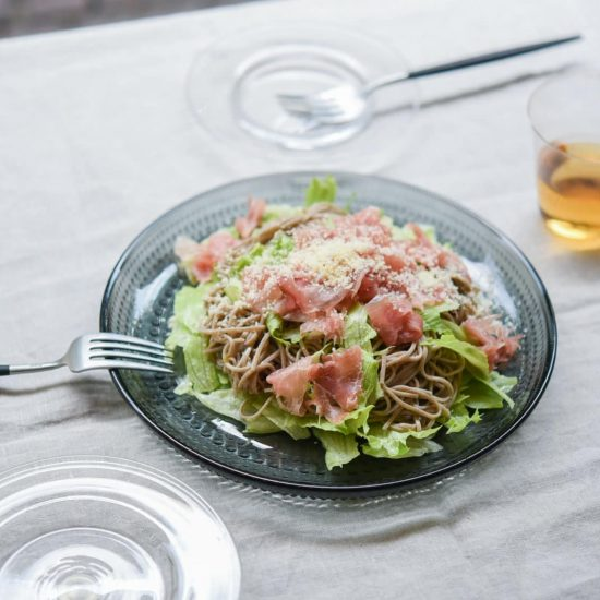 【料理家さんの定番レシピ】第6話:おもてなしにぴったり♪生ハムのせサラダそば