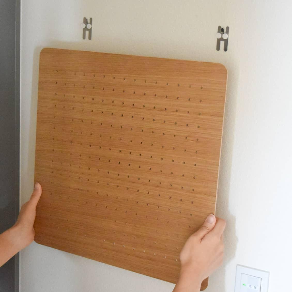 スタッフ愛用品】有孔ボードで、狭い玄関に小物置き場をつくりました