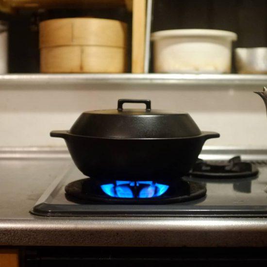【スタッフの愛用品】「洗うの大変だから鍋はやめとこ」。面倒くさがりな私を変えた、小さな土鍋