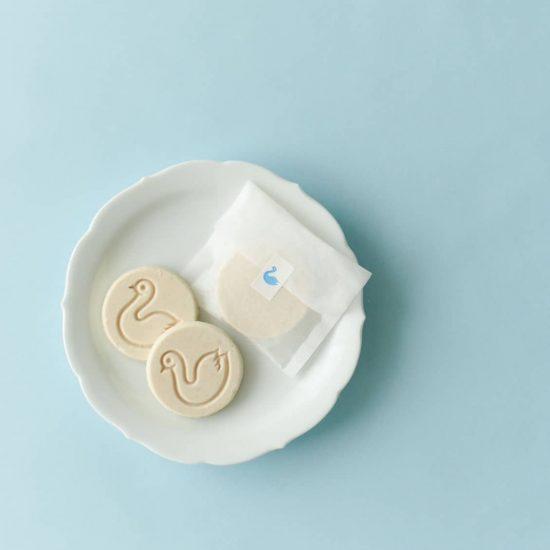 【にほんのお菓子】第1話:あの「白鳥柄の箱」が欲しくて。臨月で訪れた真冬の松本
