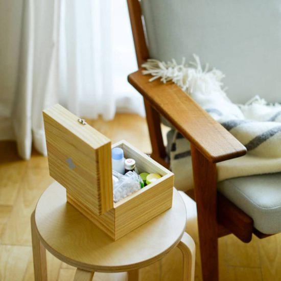 【当店別注】こまごま常備薬の指定席に♪くすり袋がすっきり収まるサイズにこだわった、木の薬箱が新登場です!