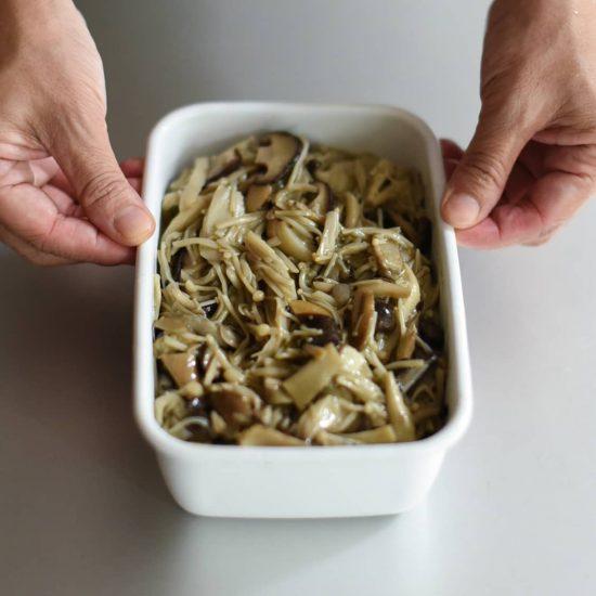 【料理家さんの定番レシピ】第4話:常備菜にぴったり♪ アレンジ自在な「きのこのオイル蒸し」