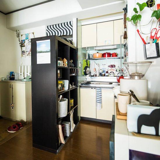 【間取り図鑑】第3話:オープンシェルフでゆるく仕切った、玄関から丸見えのキッチン