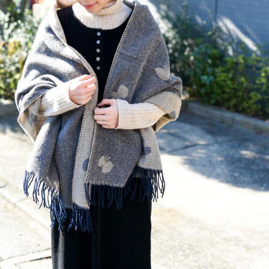 【スタッフの愛用品】ぐるぐる巻いたり、羽織ったり。ぽかぽかショールで冬対策もばっちり♪