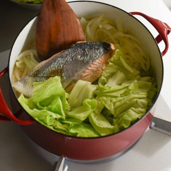 【料理家さんの定番レシピ】第4話:鮭とキャベツのちゃんちゃん焼きが、パスタに大変身!